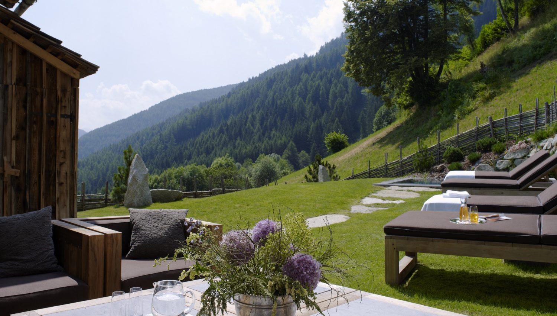 white deer san lorenzo mountain lodge in the dolomites italy white blancmange. Black Bedroom Furniture Sets. Home Design Ideas