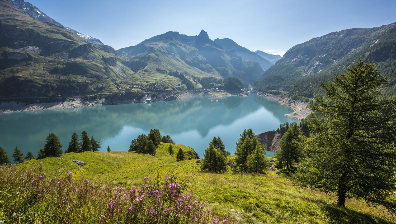 tignes le lac luxury ski chalets and resort information white blancmange