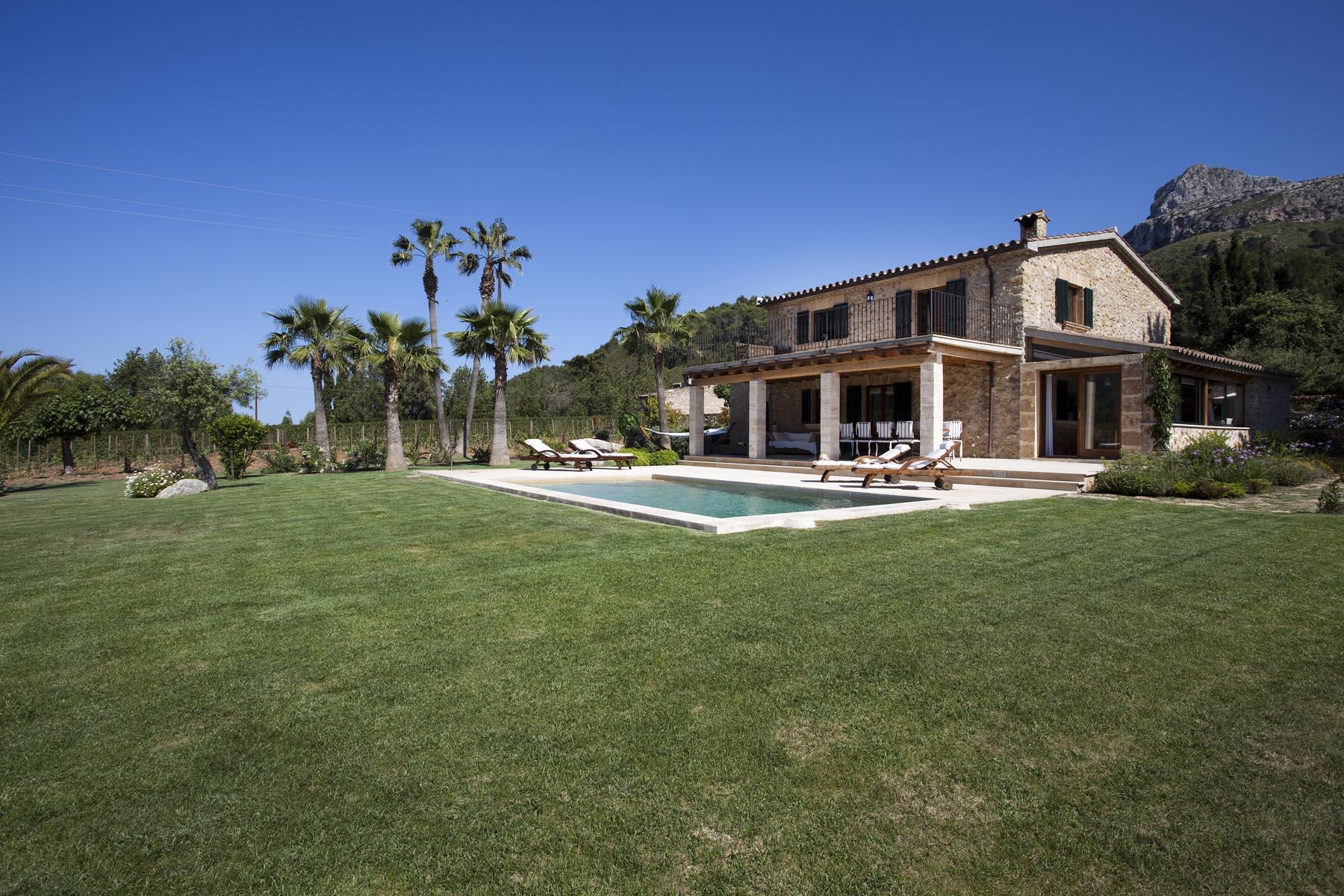 Villa Can Lladroner in Mallorca - White Blancmange
