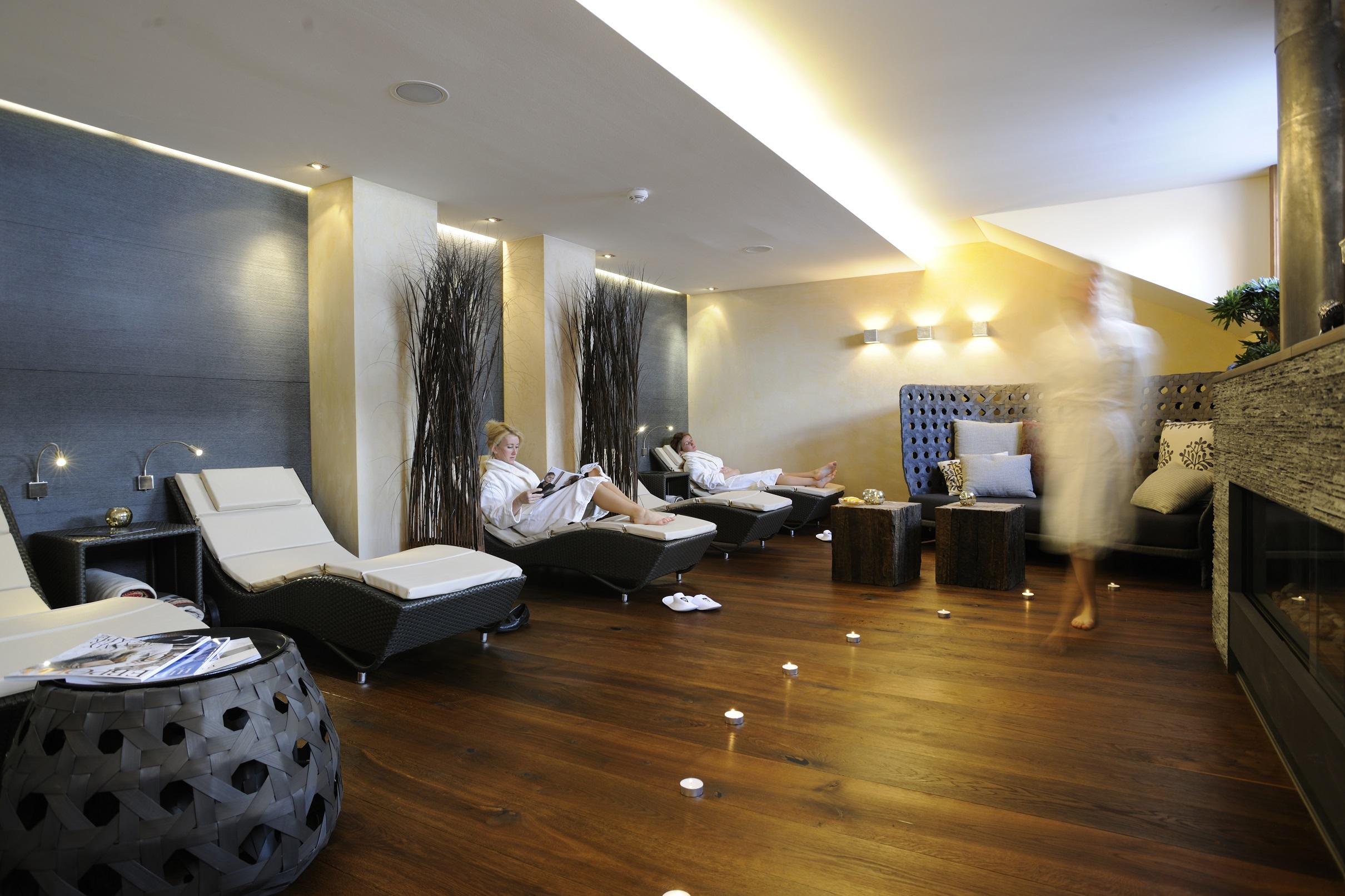 Chalet Hotel Bentley S House In Zurs Austria White
