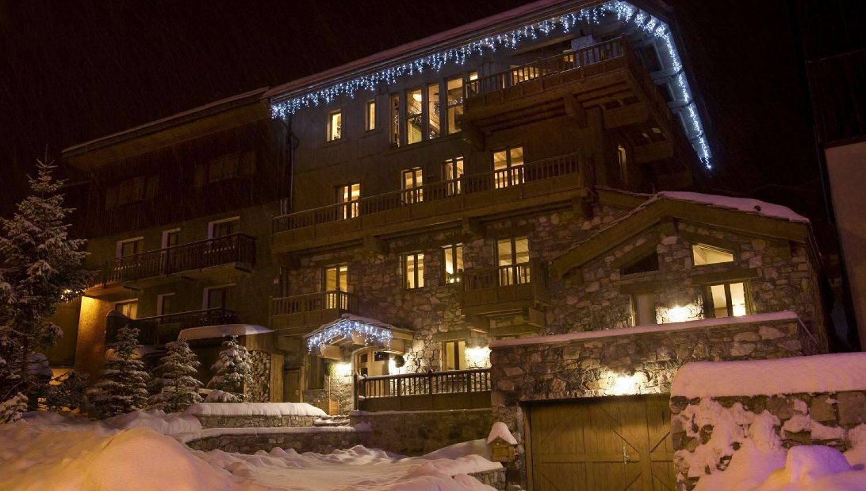 tignes les brevieres luxury ski chalets and resort. Black Bedroom Furniture Sets. Home Design Ideas