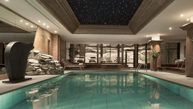 hotel les barmes l 39 ours in val d 39 isere france white. Black Bedroom Furniture Sets. Home Design Ideas
