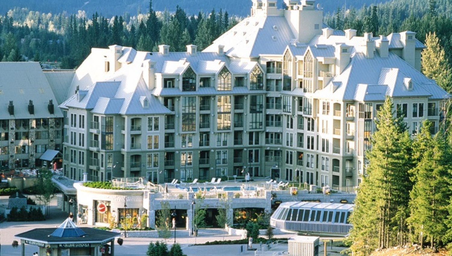 whistler-hotel-pan-pacific-mountainside-a-village-1