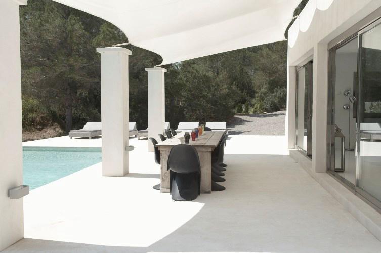 Villa casa minimal in ibiza spain white blancmange for Casa minimal